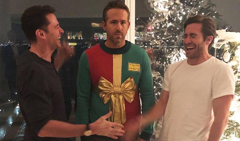 De gauche à droite: Hugh Jackman, Ryan Reynolds et Jake Gyllenhaal, à Noël 2018.