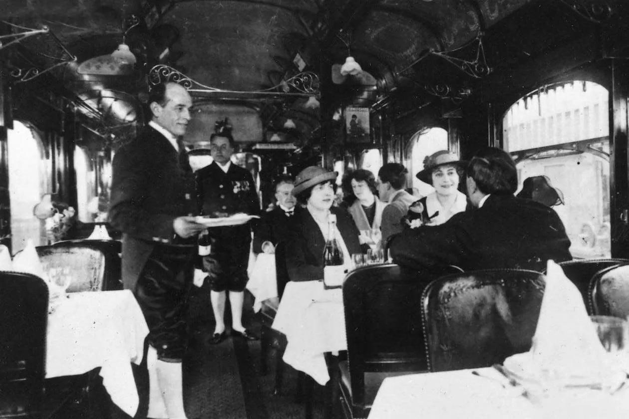 Le premier voyage sur le luxueux Orient-Express, en 1883, fut une expérience unique. L'offre gastronomique, par exemple, varie selon les pays qu'elle traverse