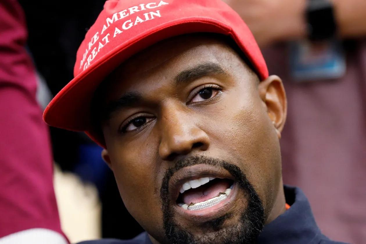 PHOTO DE DOSSIER: Le rappeur Kanye West parle lors d'une rencontre avec le président américain Trump à la Maison Blanche à Washington